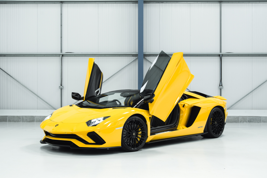 Hire A Lamborghini Aventador S Roadster In UK